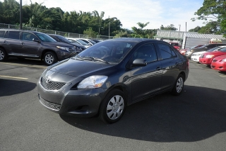 Toyota Yaris Gris Oscuro 2012