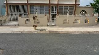 Urb. Santa Teresita Bayamon $700.00 incl. agua